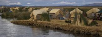 Un village flottant fait de roseaux