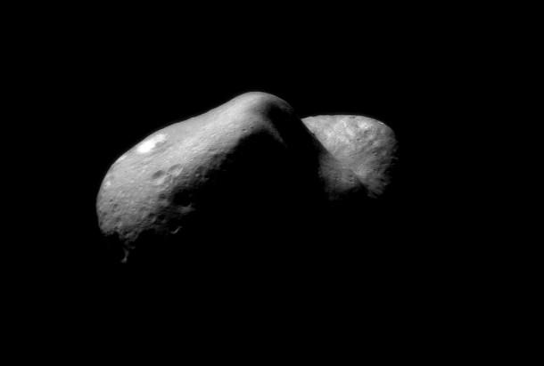 L'astéroïde 433 Eros sur lequel s'est posée une sonde de la NASA