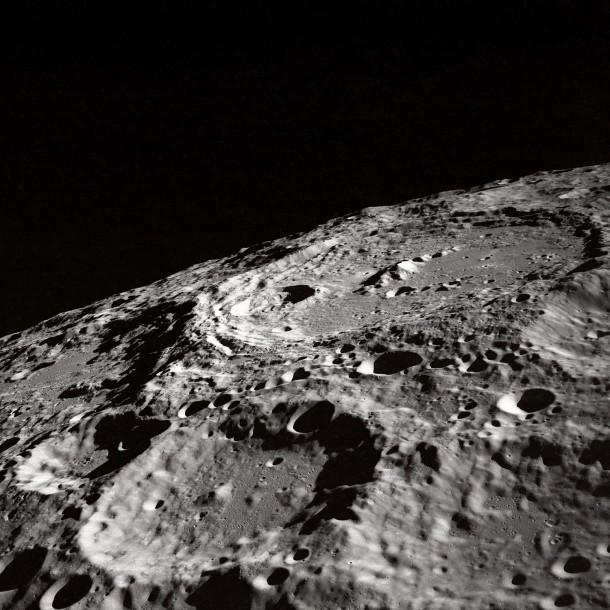 De nombreux cratères lunaires